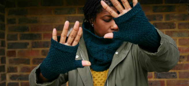 Yzzy Mitts & Cowl